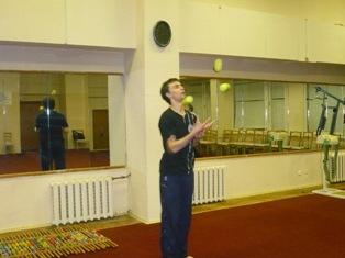 УТС, Кисловодск 2010 Жанглирует МГ Борис Савченко