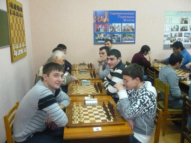 Денис Еращенков принимает экзамен у Андрея Попова