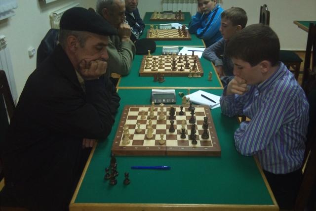 Капитан команды Сулейманов Ш. борется против 6-го чемпиона города