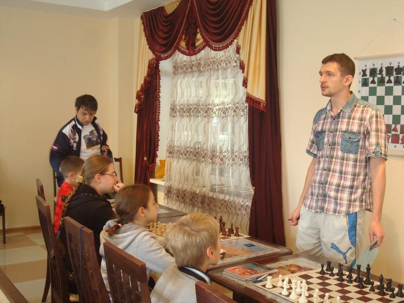 Занятия со старшей группой проводит Ярослав Призант