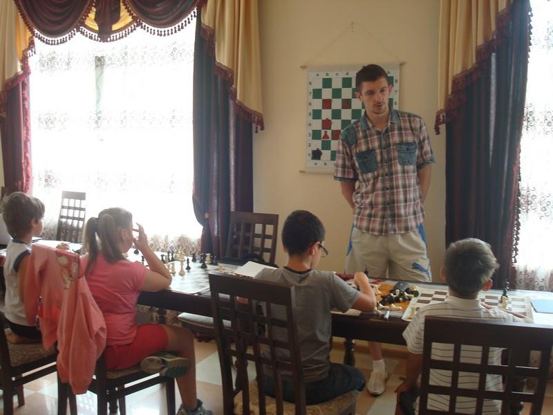Яр Саныч тренирует младшую группу